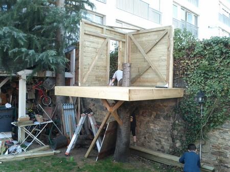 Construire cabane avec palette maison design - Construire une maison dans un arbre ...