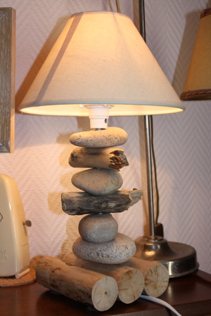 Lampe pied quot galets quot pictures to pin on pinterest - Comment faire une lampe de chevet ...