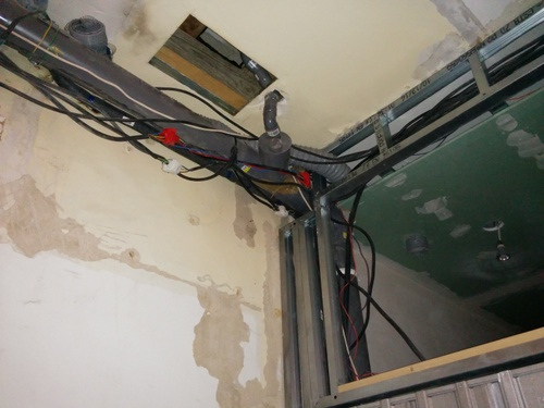 Salle de bain du premier faux plafond et porte coulissante brico info le blog de bruno catteau - Mettre une porte coulissante ...