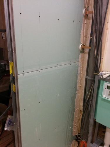 Salle de bain du premier faux plafond et porte for Realisation faux plafond decoratif