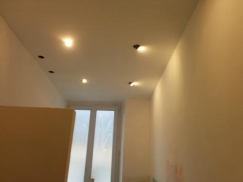 Salle de bain du premier mise en peinture brico info for Mettre en peinture un mur