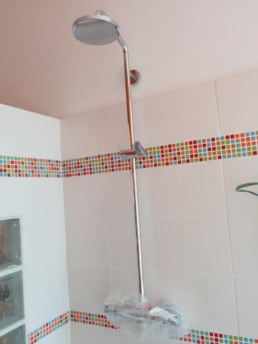 Salle de bain du premier installation du mobilier de for Installation porte de douche